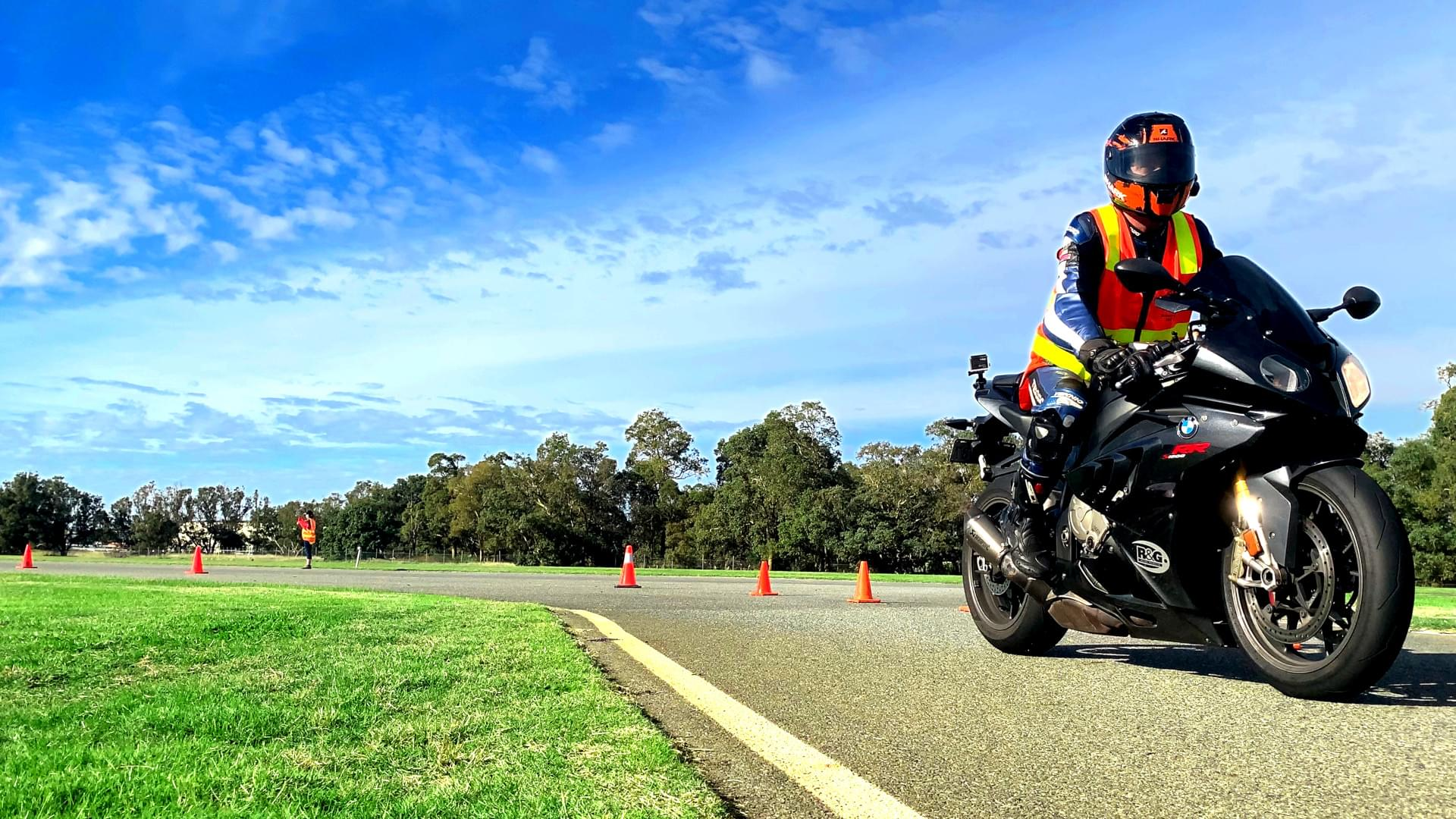 Motorcycle Trainer on BMW S1000RR